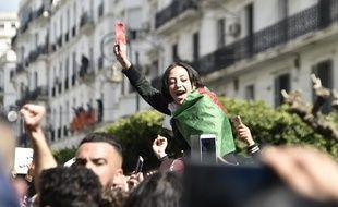Des Algériens manifestent dans les rues de la capitale, ce dimanche, pour dénoncer la candidature d'Abdelaziz Bouteflika à un cinquième mandat. présidentiel.