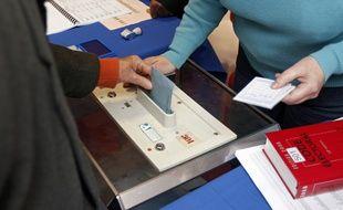 Illustration d'un votant lors de l'élection municipale à Lille.