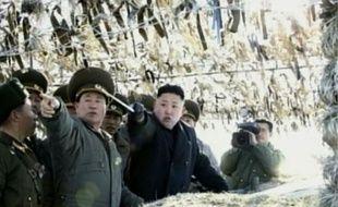 """Les avions de chasse de Corée du Nord ont effectué ces derniers jours un nombre """"sans précédent"""" de sorties, en réponse probable aux manoeuvres militaires conjointes américano-sud-coréennes dans le sud de la péninsule, où la tension reste très vive, a rapporté mercredi la presse."""