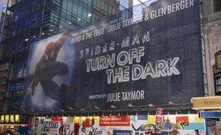 Affiche pour la comédie musicale «Spider-Man: Turn Off The Dark» au Foxwoods Theatre, à New York  City, le 7 novembre 2010