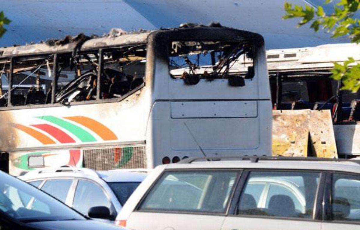 Bus cible d'un attentat à Bourgas, en Bulgarie, le 18 juillet 2012. – STR / BULFOTO / AFP
