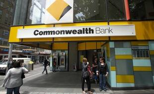 Vingt-six personnes ont été blessées, dont certaines grièvement, lorsqu'un homme a mis le feu pour des raisons indéterminées à une agence bancaire australienne ce jeudi 17 novembre.