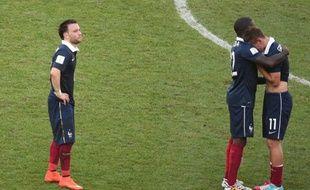 Les joueurs français, abattus après leur défaite en quarts de finale de la Coupe du monde, le 4 juillet 2014 à Rio.