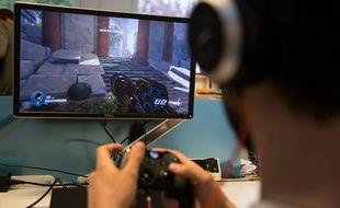 Le jeu de tir à la première personne se caractérise par la vue subjective, très immersive.