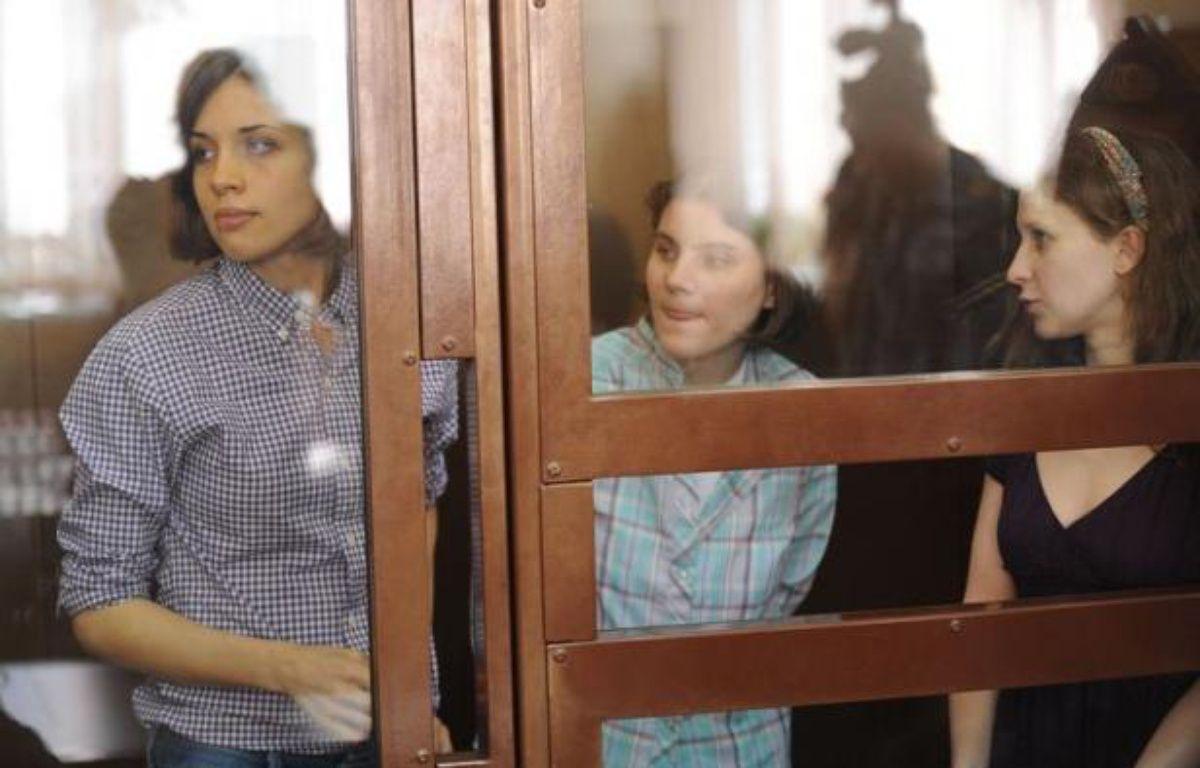 """Les trois jeunes femmes du groupe Pussy Riot jugées pour une """"prière punk"""" contre Vladimir Poutine en février dans la principale cathédrale de Moscou ont clamé lundi leur innocence, tout en regrettant avoir pu heurter les sentiments religieux des croyants. – Andrey Smirnov afp.com"""