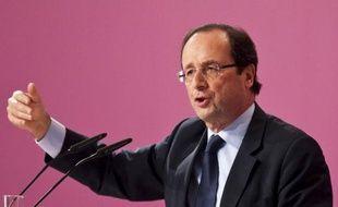 Le candidat socialiste pour la présidentielle, François Hollande, tiendra son premier meeting de campagne pour 2012 le 4 janvier à Mérignac (Gironde), dans la banlieue de Bordeaux, a-t-on appris auprès du premier secrétaire fédéral du PS dans la Gironde, Ludovic Freygefond.