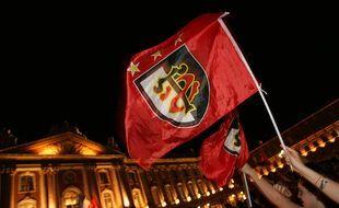 Ecran geant sur la place du Capitole et supporters lors de la victoire du Stade Toulousain en finale du Championnat de Francer de rugby contre Clermont Ferrand