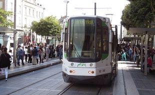 Un tramway de la ligne 3, ici station Commerce à Nantes.