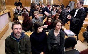 Après le procès de neuf militants de Greenpeace la semaine dernière à Troyes, deux de leurs camarades ont à leur tour été convoqués devant la justice, mardi à Privas, pour s'être, eux aussi, introduits dans une centrale nucléaire, celle de Cruas, en Ardèche.