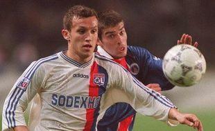 L'ancien joueur de Lyon, Ghislain Anselmini (à g.) lors d'un match contre le PSG de Jérôme Leroy, le 9 mars 1997.