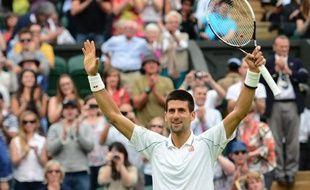 Novak Djokovic a cédé son premier set du tournoi face au Tchèque Radek Stepanek qu'il a ensuite facilement dominé vendredi au troisième tour de Wimbledon en quatre sets 4-6, 6-2, 6-2, 6-2