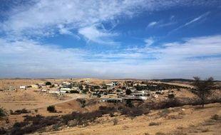 """Le gouvernement israélien va retirer un projet controversé prévoyant le déplacement de 30.000 à 40.000 Bédouins du désert du Néguev, a annoncé jeudi l'ex-ministre Benny Begin, un des auteurs de ce plan baptisé """"Begin-Prawer""""."""