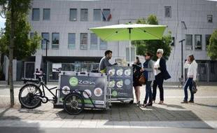 Un tricycle d'Ozon, une cantine ambulante spécialisée dans la restauration d'entreprises, le 28 mai 2015 à Nantes