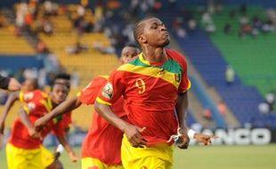 La Guinée, qui a écrasé (6-1) une équipe du Botswana réduite à 10 avant la mi-temps samedi à Franceville, a conservé ses chances de qualification dans le groupe D de la Coupe d'Afrique des nations, dont les leaders, Mali et Ghana, s'affrontent en soirée.