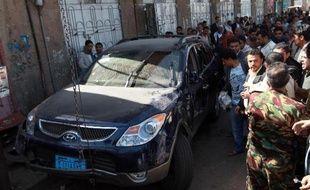 Deux attentats ont visé mardi à Sanaa des délégués de premier plan du dialogue national au Yémen, dont l'un a été tué, au moment où ces assises, cruciales pour l'avenir du pays déstabilisé par les violences, entraient dans leur phase finale.