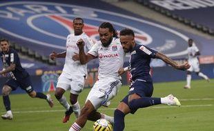 Neymar à la lutte avec Denayer