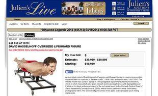 Capture d'écran du site d'enchères Julien's Auctions, qui propose des souvenirs de David Hasselhoff, dont une statue de l'acteur période «Alerte à Malibu».