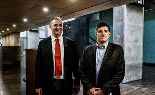 Alexandre Gabriac (R) et Yvan Benedetti (L)à leur arrivée au palais de justice de Lyon où ils étaient jugés pour avoir continuer de faire vivre leur groupuscule d'extrême-droite, pourtant dissous par le gouvernement en 2013 AFP PHOTO / JEFF PACHOUD