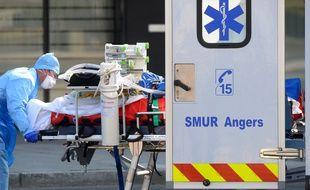 Un malade du Covid-19 transféré au CHU d'Angers.