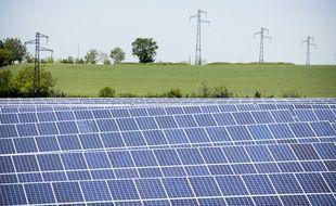 Image du chantier d'un gigantesque parc photovoltaï•que installé à Avignonet-Lauragais, en Haute-Garonne.