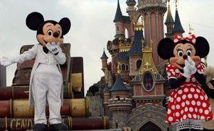 """Le groupe Euro Disney et trois ex-gendarmes, dont deux retraités reconvertis en """"privés"""", ont été récemment renvoyés devant le tribunal correctionnel pour avoir enquêté illégalement sur des candidats à l'embauche entre 1998 et 2004, a appris jeudi l'AFP de sources proches de l'enquête."""