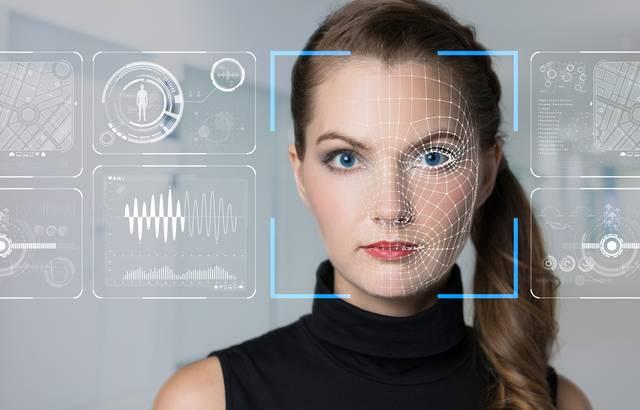 Grâce à l'intelligence artificielle, les systèmes de reconnaissances faciale peuvent facilement identifier une personne, mais les failles sont nombreuses et de plus en plus utilisées. — CC0