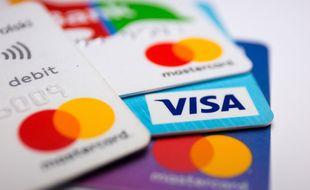 Ces voleurs de carte bleue détournaient l'attention de leurs victimes aux distributeurs automatiques. (photo d'illustration)