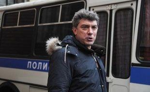 Près de 2.000 opposants russes ont manifesté samedi à Saint-Pétersbourg contre Vladimir Poutine qui sera investi en mai président pour un troisième mandat