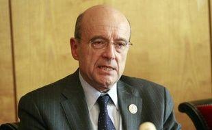 """La diplomatie française """"poursuit ses efforts"""" afin de faire sortir de la ville syrienne de Homs, soumise à des bombardements, des journalistes occidentaux blessés, a déclaré samedi Bernard Valero, porte-parole du ministère des Affaires étrangères."""
