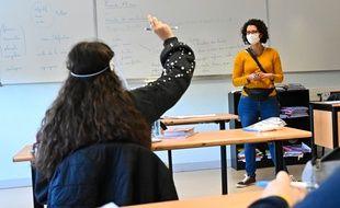 Un cours avec port du masque au collège Debussy, à Angers, le 18 mai 2020.