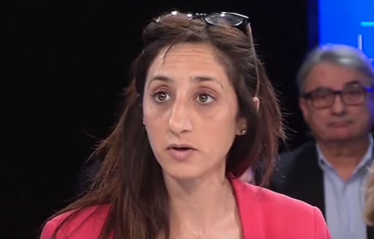 Anissa Khedher lors de son intervention ratée sur le plateau de Télé Lyon Métropole. – Capture d'écran