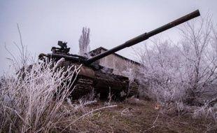 Un tank de l'armée ukrainienne près du village de Peski, dans la région de Donetsk, le 16 février 2015