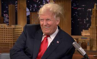 Donald Trump, cheveux au vent.