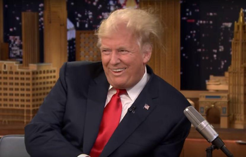 Video Jimmy Fallon Se Fait Un Kif En Decoiffant Donald Trump Et
