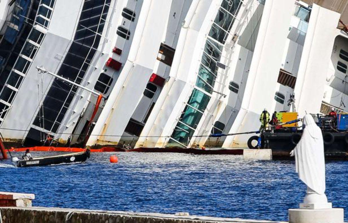 Début de l'opération de redressement du Costa Concordia, le 16 septembre 2013 en Italie. – REX/AGF s.r.l./REX/SIPA