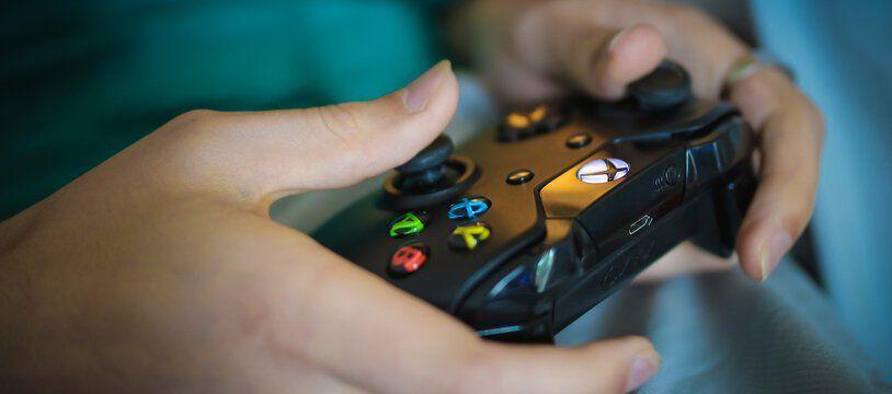 Une manette de console Xbox.