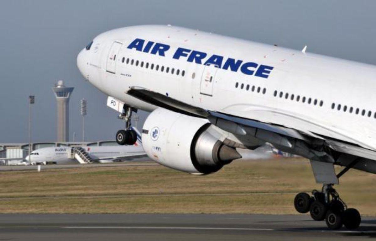 """Le trafic sur le réseau Air France va être perturbé à partir de samedi, en pleines vacances de la Toussaint, en raison d'une grève des hôtesses et stewards, mais la compagnie prévoit d'assurer 80% de ses vols, sans exclure des """"annulations à chaud"""" supplémentaires. – Eric Piermont afp.com"""