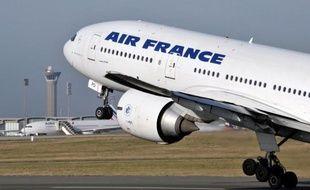 """Le trafic sur le réseau Air France va être perturbé à partir de samedi, en pleines vacances de la Toussaint, en raison d'une grève des hôtesses et stewards, mais la compagnie prévoit d'assurer 80% de ses vols, sans exclure des """"annulations à chaud"""" supplémentaires."""