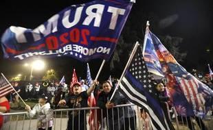Des supporteurs de Donald Trump le 3 novembre 2011.