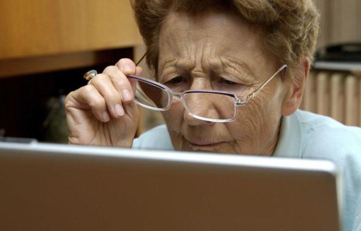 Illustration - Une personne devant un ordinateur portable – JAUBERT/SIPA