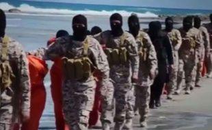 Capture d'écran d'une vidéo montrant 21 coptes égyptiens décapités par Daesh en Libye, le 19 avril 2015.