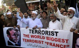 Des Pakistanais ont manifesté lundi 26 octobre 2020 contre contre la publication de caricatures du prophète Mahomet en France, qu'ils jugent blasphématoires.