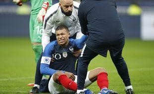 Kylian Mbappé a été blessé à l'épaule lors du match France-Uruguay, le 20 novembre 2018 au Stade de France.