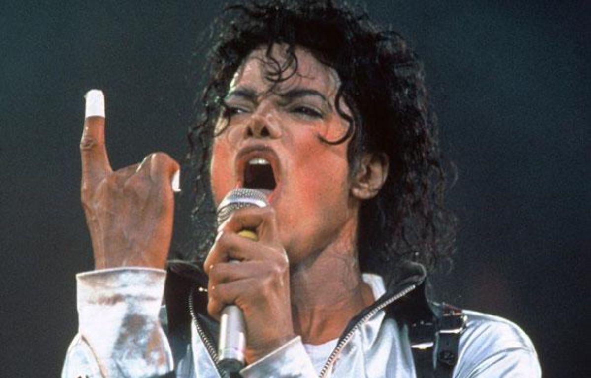 L'artiste du millénaire  Si son évocation auprès des moins de 20 ans ne provoque aucun émoi, il ne faut pas oublier que Michael Jackson est avant tout un véritable génie de la musique. Sacré Artiste du Millénaire en 2000, il est l'homme ayant vendu le plus de disques au monde en seulement cinq albums solo. – SIPA