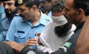 La police pakistanaise a écroué ce week-end l'imam à l'origine de la plainte contre Rimsha, cette chrétienne accusée d'avoir profané le Coran, pour avoir fabriqué des pièces à conviction, un rebondissement spectaculaire dans cette affaire qui soulève les passions.