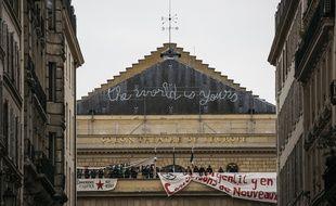 Des intermittents du spectacle occupent le théâtre de l'Odéon, à Paris, le 25 avril 2016.