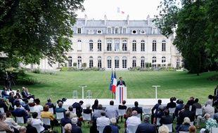 Emmanuel Macron a reçu ce lundi matin les 150 membres de la Convention citoyenne dans les jardins de l'Elysée
