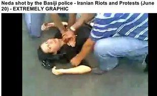 Capture écran de la vidéo montrant la mort de Neda, jeune iranienne.