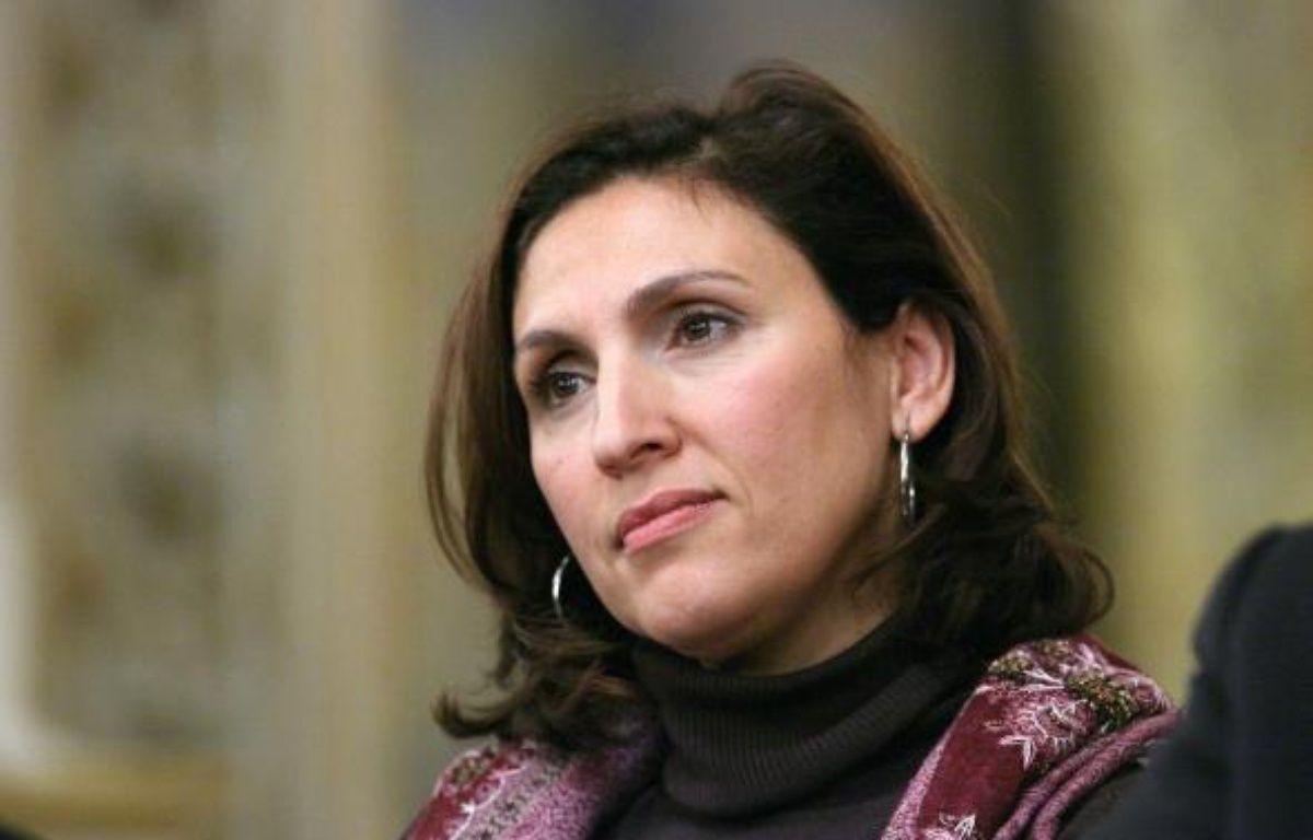 Nora Berra, Secretaire dÍEtat chargee des Ainees, ecoute les intervenants, a la prefecture du Rhone, lors d'un debat sur l'identite nationale. Lyon, (Rhone) FRANCE-22/01/2010. – Favolle Pascal