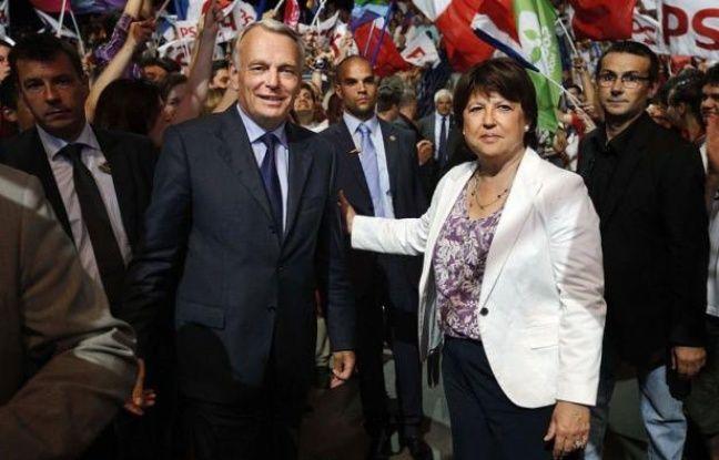 """Jean-Marc Ayrault et Martine Aubry, son ex-rivale pour Matignon, se sont affichés """"main dans la main"""" samedi à Nantes pour le premier de leurs trois meetings communs des législatives, qui doivent oeuvrer à donner une """"majorité cohérente et solide"""" au nouveau gouvernement."""